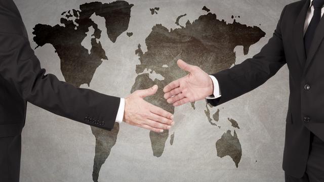 Sửdụng hợp đồng ngoại thương trong xuất nhập khẩu và làm thủ tục hải quan