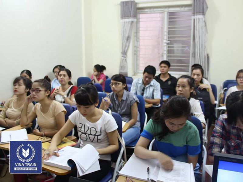 lớp học xuất nhập khẩu vinatrain