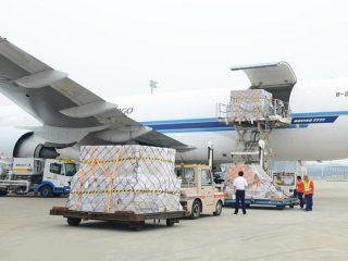 phụ phí vận chuyển hàng không