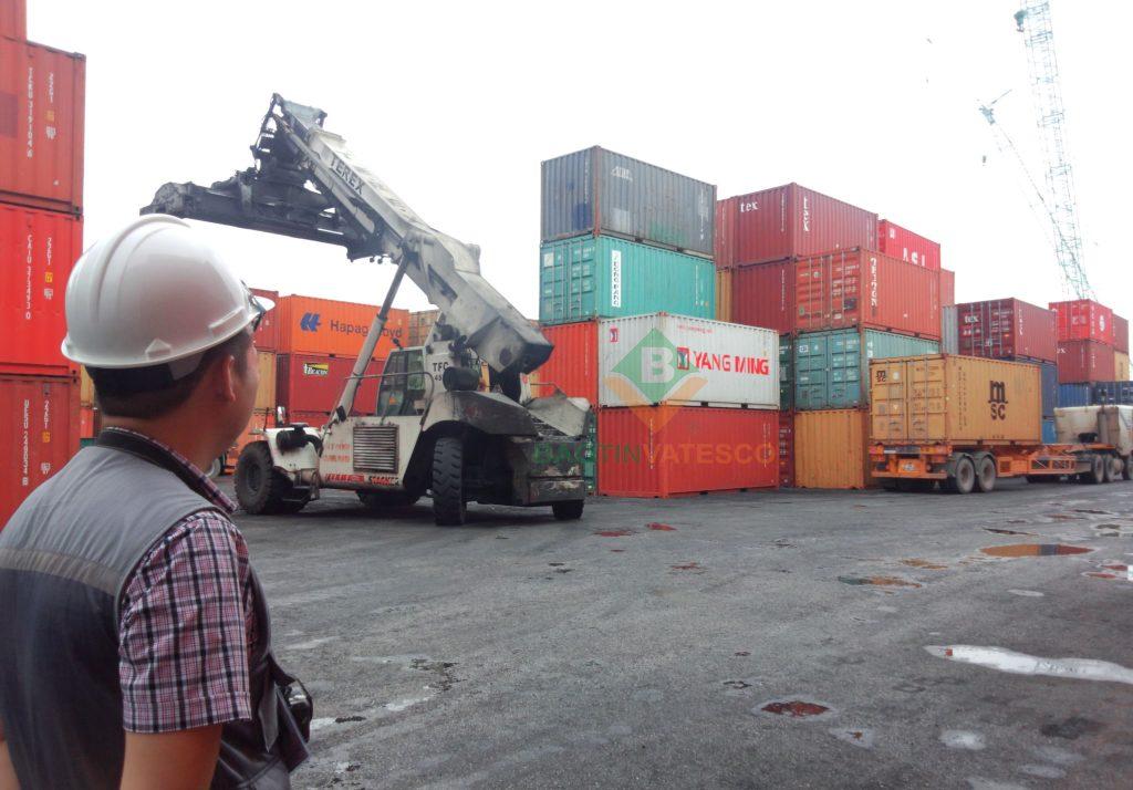 kiểm tra container trước khi xếp hàng